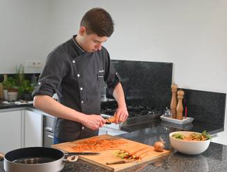 """Zelfs Pascale Naessens is fan van 'Healthy Chef János' (16), een jonge kok met autisme: """"Een beperking kan ook een gave zijn, je hebt maar één iemand nodig die in je gelooft"""""""