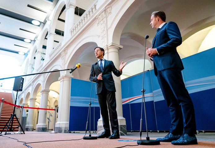 Demissionair premier Mark Rutte en demissionair Minister Hugo de Jonge van Volksgezondheid, Welzijn en Sport (CDA) in gesprek met de pers over de laatste stand van zaken rond het coronavirus.