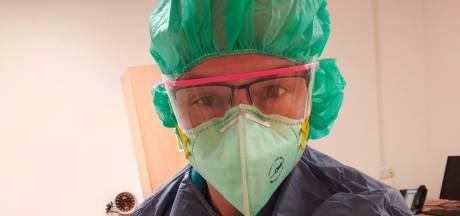 Verpleegkundige Laszlo doet verslag vanuit  coronazone in Radboudumc: 'Het werk is zwaar'