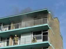 Brand in flat aan Fauststraat in Apeldoorn: afval in trappenhuis in de fik