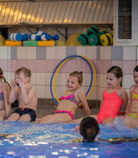 Plons! Kinderen én zwemleraren mogen weer: 'Ze zijn nu meer gewend aan les krijgen'