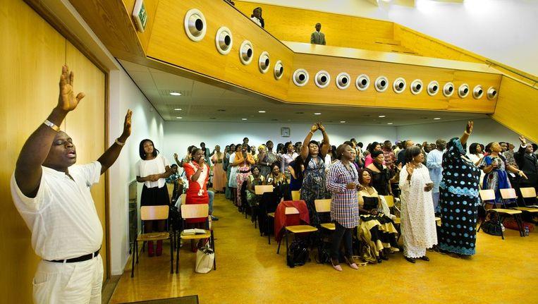 Een dienst in kerkgebouw De Kandelaar. Beeld Klaas Fopma