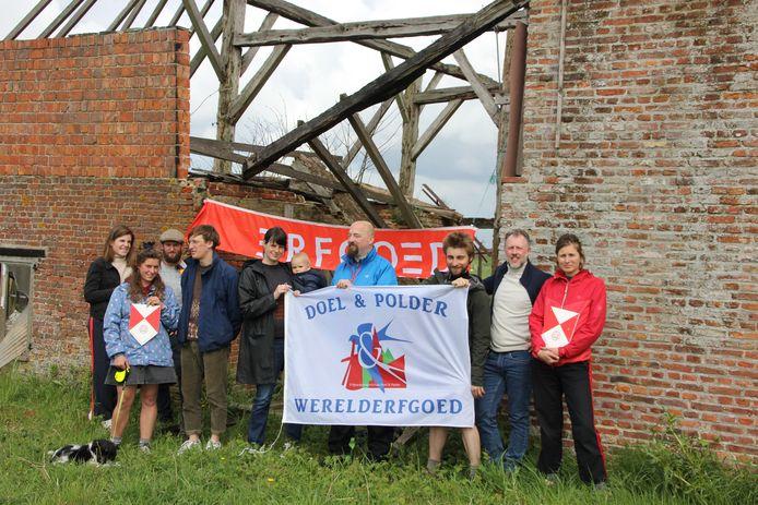 De erfgoedgemeenschap Doel & Polder voerde al meermaals actie aan Hof ter Walle om de restauratie van het monument te eisen.
