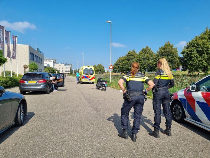 Koraalrood in Zoetermeer, waar vanmiddag een auto en een scooter met elkaar in botsing kwamen.