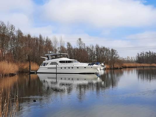 Boot in de Biesbosch bij de Aakvlaai