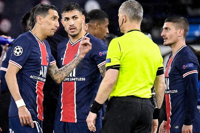 Björn Kuipers uit Oldenzaal zou 'fuck off' en 'fuck you' tegen de spelers van Paris Saint Germain hebben gezegd.