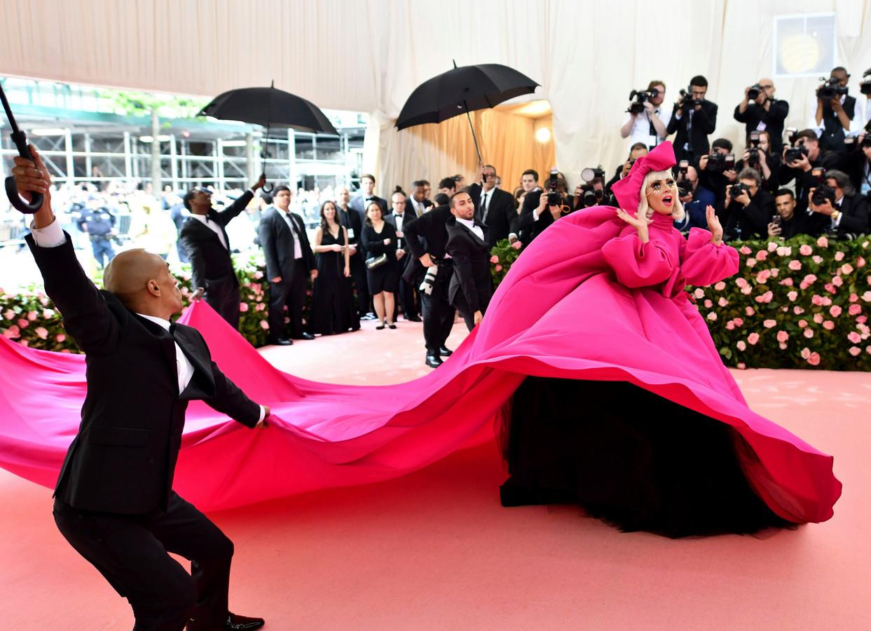 """Lady Gaga au MET Gala en 2019. La star avait annoncé à Anna Wintour vouloir amener """"l'art de la performance"""" sur le tapis rouge."""