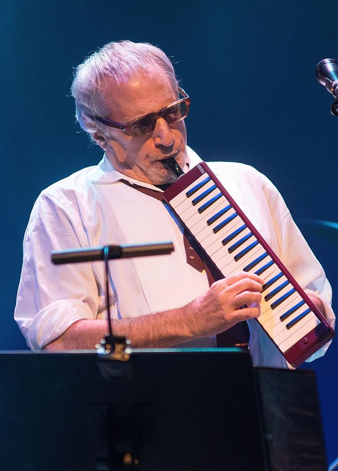 Donald Fagen tijdens een optreden in Texas, in september