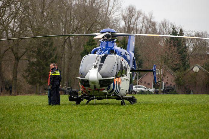 De landing van de helikopter trok heel wat bekijks.