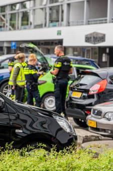 'Wat gebeurt hier?': politie slaat vrienden in boeien om afgeschoten confettikanon in Velp