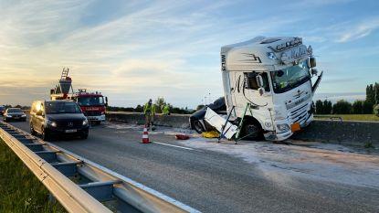 Trucker (50) zwaargewond bij ongeval op N16