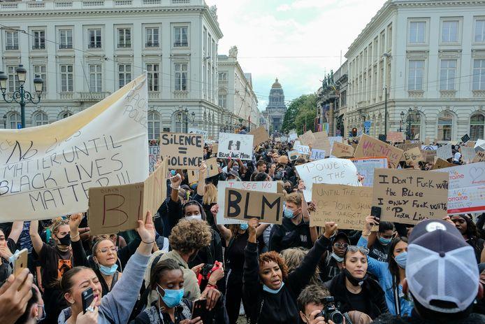 Vorig jaar in juni vond er een grote Black Lives Matter-betoging plaats in Brussel, die protesteerde tegen politiegeweld tegen zwarte mensen in de VS.
