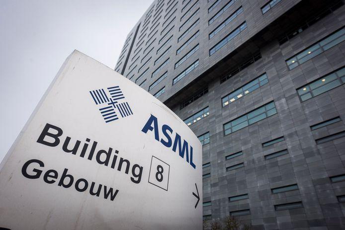 Het hoofdgebouw van ASML in Veldhoven.