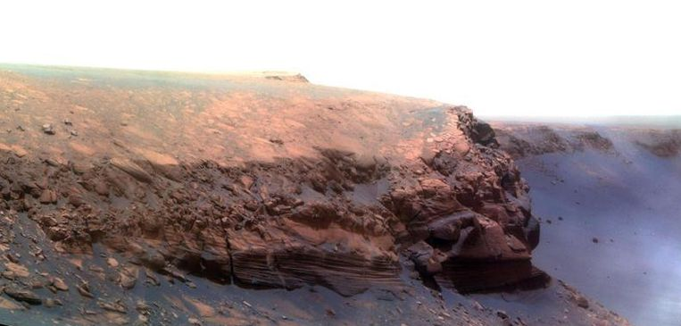 Deze foto werd door Marswagen Opportunity gemaakt, ook met deze rover wordt deze maan niet gecommuniceerd. Beeld NASA