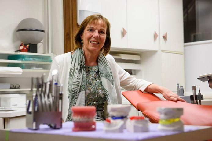 VALKENSWAARD - Martinette Derksen-Muller stopt na 34 jaar als orthodontist in Valkenswaard.