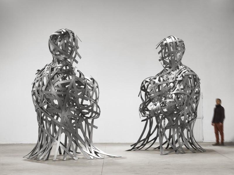 Twee draadstalen koppen van Jaume Plensa
