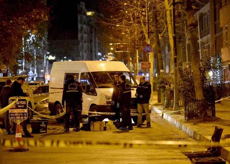 De Turkse politie onderzoekt de moordaanslag. Beeld EPA