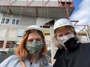 De directie -  Tine Embrechts van K'do en Ingrid Vanhecke van Zuidzin - nam nog een foto voor hun nieuwe 'droomschool', enkele uren later stortte het gebouw in.