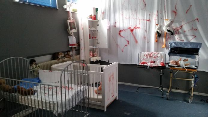 Een van de 18 kamers in het horrorhuis. De 'kinderafdeling'.