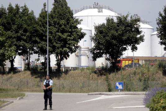 De Franse politie heeft het hele terrein omsingeld
