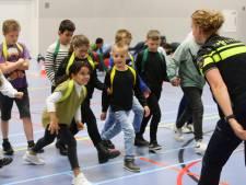 In acht weken leren 24 leerlingen uit Gorinchem hoe het is om politieagent te zijn: 'Ze gaan ook de straat op'