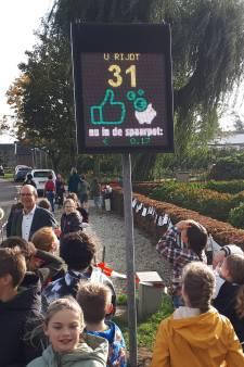 Wie netjes rijdt in Oudendijk spaart mee voor de school en het buurthuis