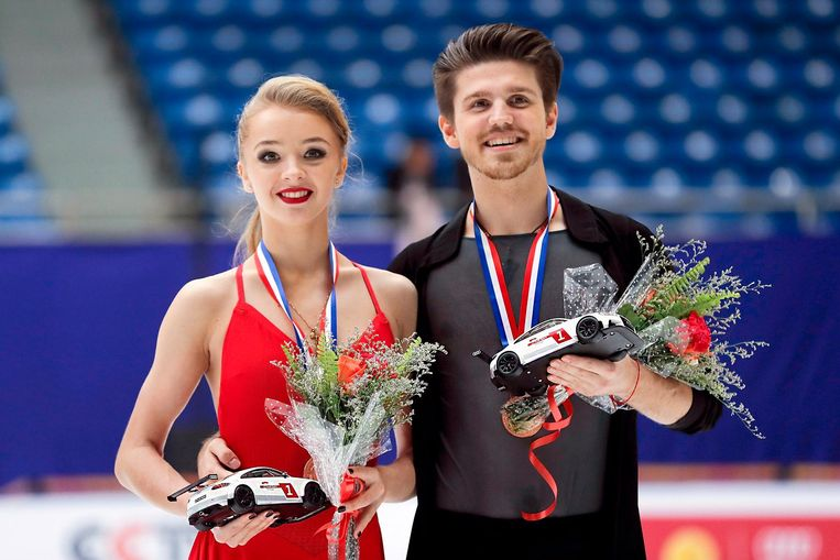 BEIJING, CHINA - NOVEMBER 19: Third place winner Alexandra Stepanova and Ivan Bukin of Russia pose on the podium during the medals ceremony of the Ice Dance Free Dance on day two of Audi Cup of China ISU Grand Prix of Figure Skating 2016 at Beijing Capital Gymnasium on November 19, 2016 in Beijing, China. (Photo by Lintao Zhang - ISU/ISU via Getty Images) Beeld Getty Images