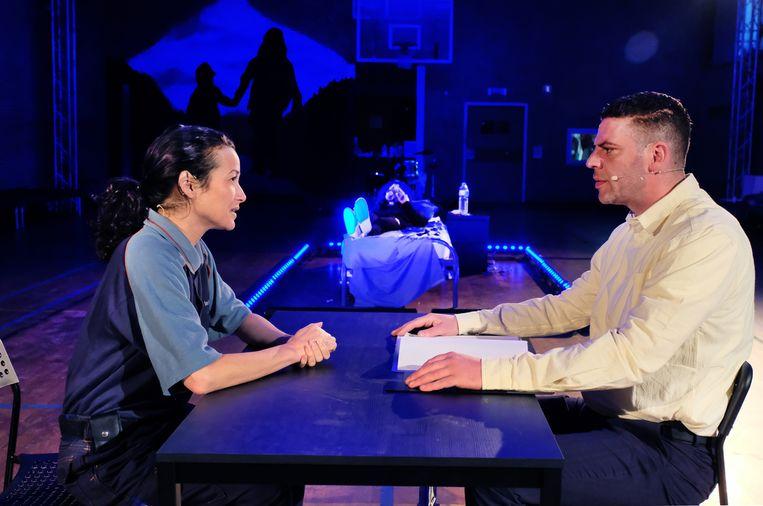 Birgit Schuurman als Jacks moeder en Hamda Belgaroui als Amin in Gevangenismonologen 2. Beeld Jean van Lingen
