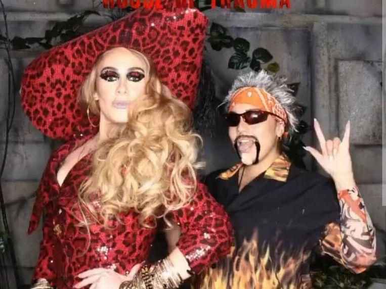 Adele (links) als sexy Kapitein Haak op Halloween. Beeld rv
