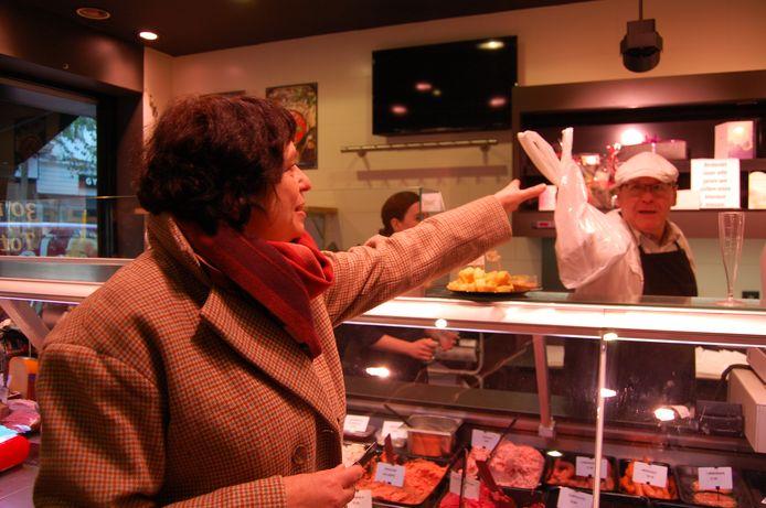 Vaste klant Ilse koopt voor de laatste keer vlees bij slagerij Van Dun?