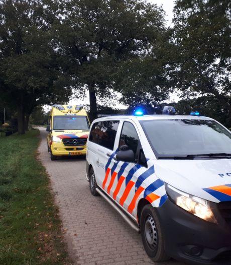 Man zwaargewond na val door het dak van een Winterswijkse veestal