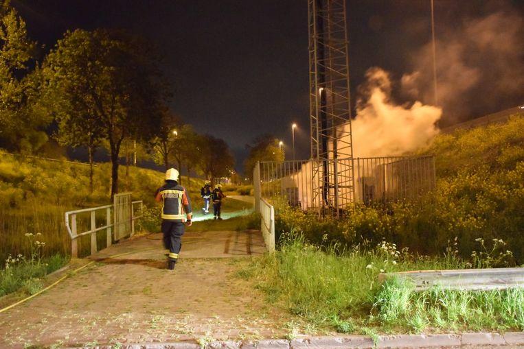 Brand bij een zendmast in Waddinxveen in de nacht van 25 april. Beeld AS Media