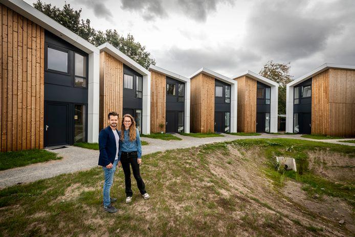 Luck Dankers en Elle Verhoeven wonen in een tiny house in Aarle-Rixtel.