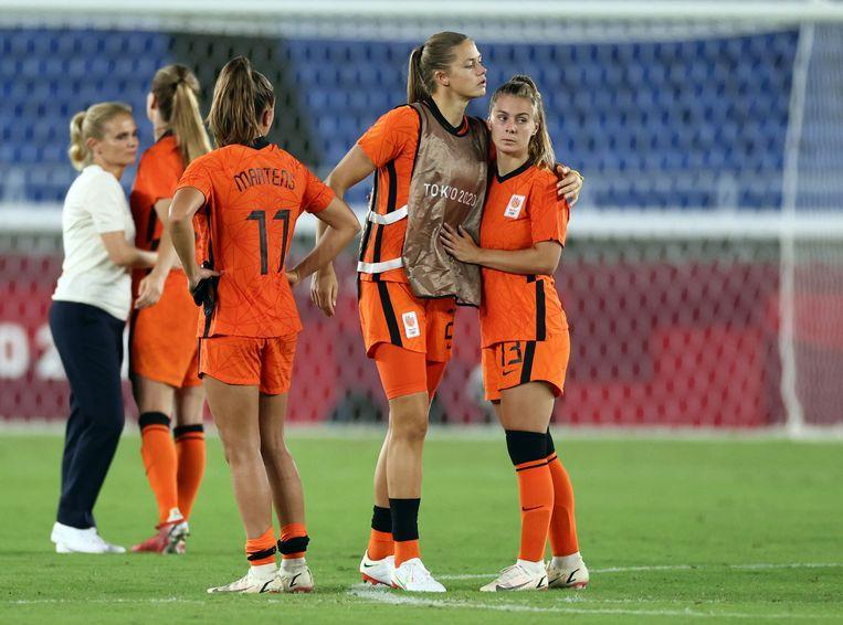 Victoria Pelova kijkt verslagen na de wedstrijd.  Beeld REUTERS
