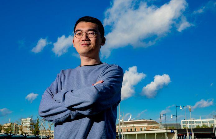 Lee Cui is blij dat hij weer naar buiten kan, naar school mag gaan. De student van het Apeldoornse Wittenborg University zat veertien dagen in quarantaine.