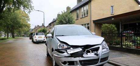Meerdere auto's beschadigd na nachtelijke botsing in Bunschoten-Spakenburg