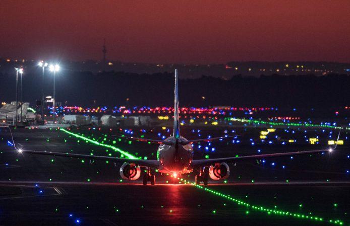 Een vliegtuig landt op de luchthaven van Frankfurt (archiefbeeld).