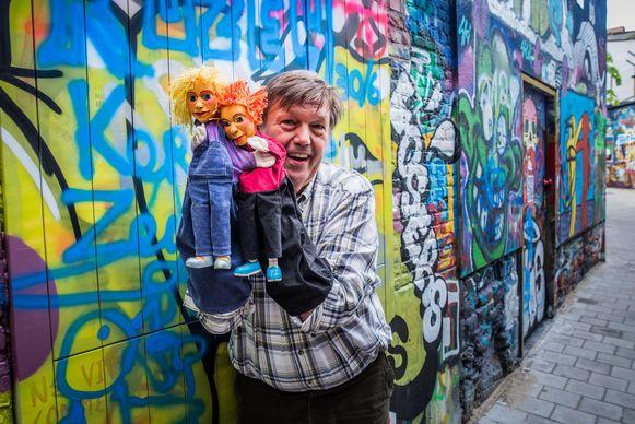 Freddy Claeys met zijn poppen.