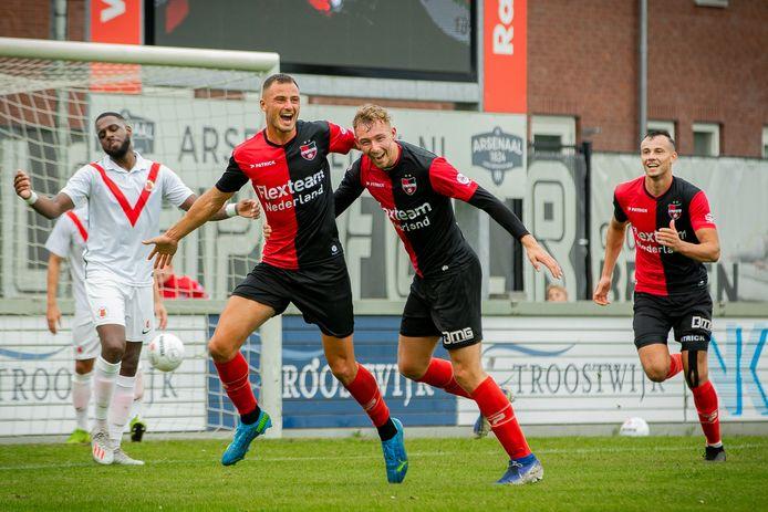 Vreugde bij De Treffers na de 1-0 van Jordy Thomassen (links).
