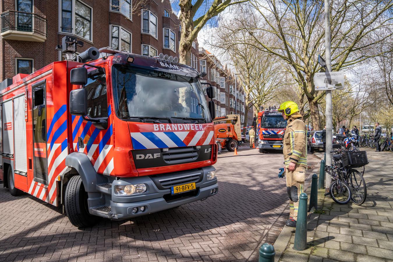 Maandagmiddag woedde er brand in een huis aan de Mathenesserdijk in Rotterdam-Delfshaven.
