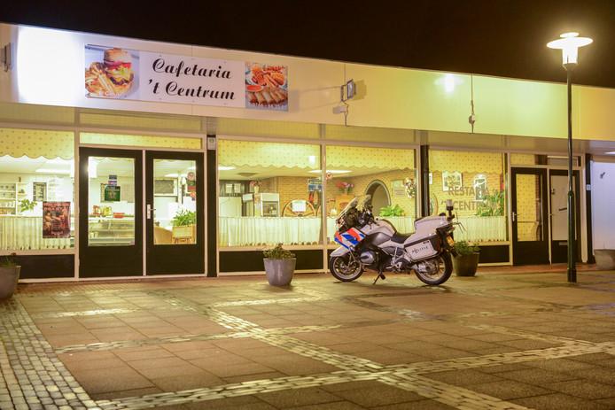 Cafetaria 't Centrum in Sint-Maartensdijk vlak na de overval.