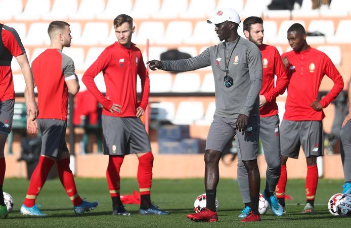Mbaye Leye, hier een jaar geleden nog als assistent van Standard.
