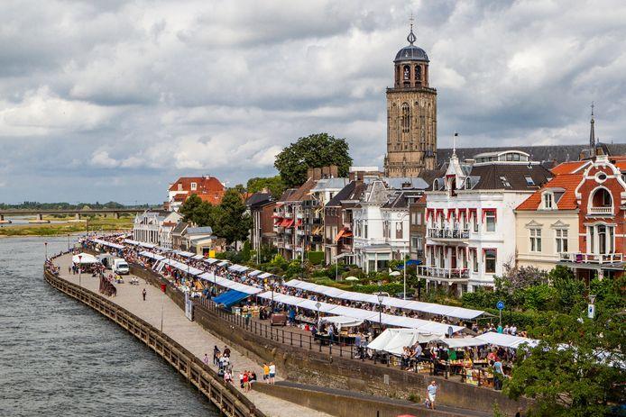 Beeld van de Deventer Boekenmarkt van vorig jaar.