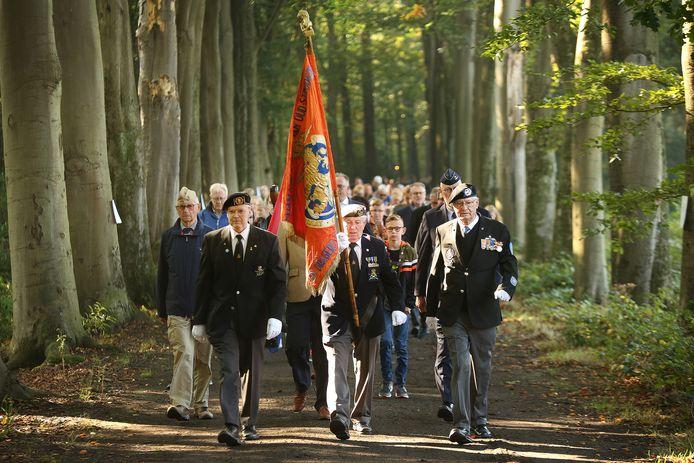 Met een stille tocht en kranslegging in natuurgbeied de Vloeiweide wordt jaarlijks de het oorlogsgeweld van oktober '44 aldaar herdacht.