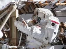 Verkeerde maat ruimtepak zit eerste vrouwelijke duo-ruimtewandeling in de weg