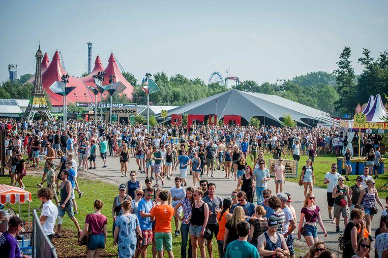 Het terrein van het Lowlands-festival tijdens een ouderwetse editie in Biddinghuizen. Beeld EPA