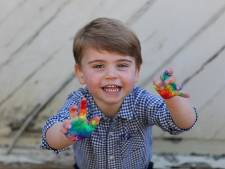 Jarig prinsje Louis kliedert erop los met vingerverf