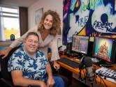 Ellen loopt, Peter zit in een rolstoel: Somerense  tweeling van 29 vereeuwigt bijzondere band in liedje