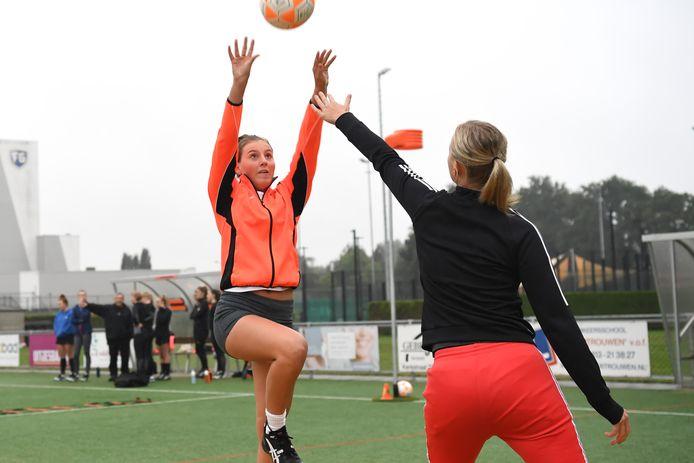 Korfrakkers-speelster Maud Kornuyt tijdens de training in Erp.