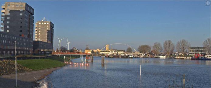 Beeldbewerking van de nieuwe, Nijmeegse skyline met windmolens.